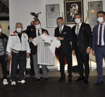 Ahmet Nur Çebi, boks ve güreş federasyonlarının başkanlarını